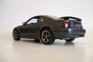 FORD MUSTANG MACH 1 (2004) (1:18) [AutoArt]