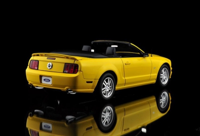 FORD MUSTANG GT CONVERTIBLE (2005) (1:18) [AUTOArt]